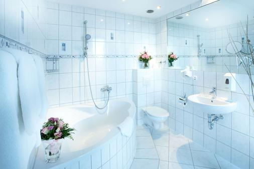 Hotel Astor Kiel By Campanile - Kiel - Bathroom