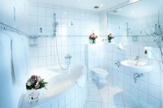 Hotel Astor Kiel By Campanile - Κίελο - Μπάνιο