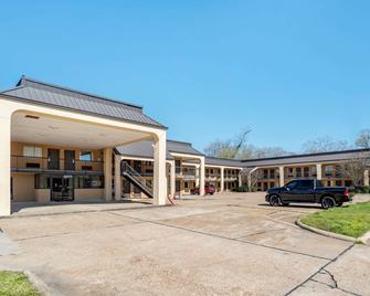 Econo Lodge - Pearl - Building