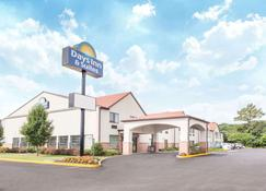 Days Inn & Suites by Wyndham Seaford - Seaford - Building