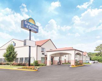 Days Inn & Suites by Wyndham Seaford - Seaford - Building