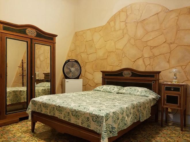 Milagros Diez - Havana - Bedroom