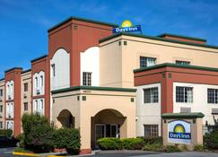 Days Inn by Wyndham Fremont - Fremont - Building
