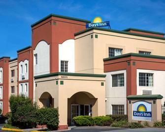 Days Inn by Wyndham Fremont - Fremont - Edificio