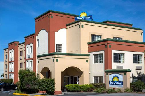 Days Inn by Wyndham Fremont - Fremont - Building