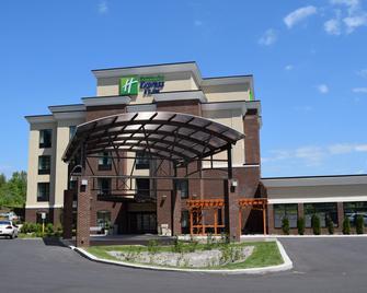 Holiday Inn Express & Suites Geneva Finger Lakes - Geneva - Building