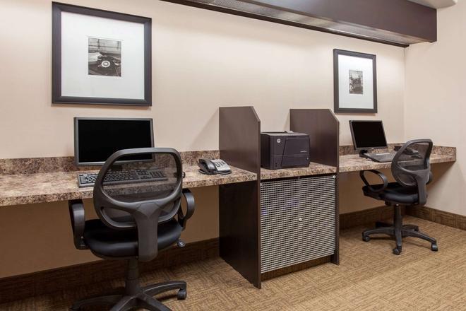 Ramada by Wyndham Brooks - Brooks - Business center