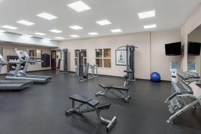 Ramada by Wyndham Brooks - Brooks - Gym