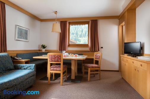 Residence Lores - Selva di Val Gardena - Dining room