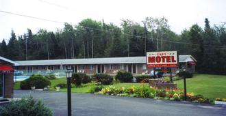 Capri Motel - Mackinaw City - Outdoor view