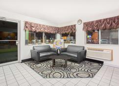 Days Inn by Wyndham Ogallala - Ogallala - Lobby