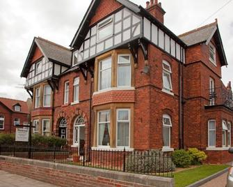 Melrose Guest House - Whitby - Building