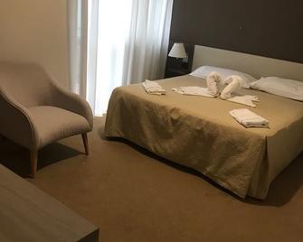 Hotel Lido - Viverone - Bedroom