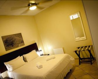 Bm Gardens Apartment Hotel - Edenvale - Bedroom