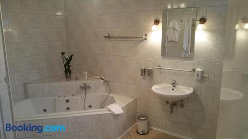 Hotel De Lange Man - Monschau - Bathroom