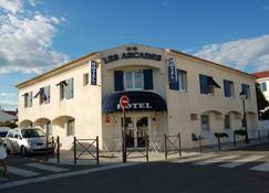 Hôtel Les Arcades - Saintes-Maries-de-la-Mer - Edificio