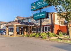 Quality Inn and Suites Eau Claire - Eau Claire - Building
