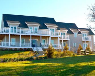 The Inn at Spring House - Block Island - Building