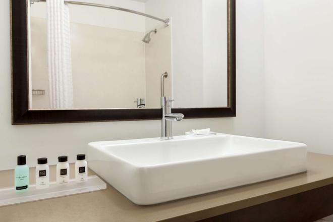 Country Inn & Suites by Radisson, San Jose Airport - San Jose - Bathroom