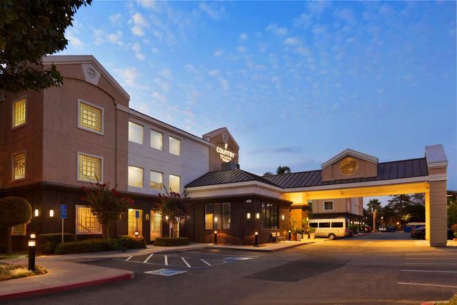 Country Inn & Suites by Radisson, San Jose Airport - San Jose - Building