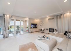 Bucharest Apartments Deluxe - Bucarest - Sala de estar