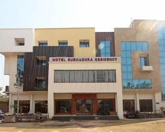 Oyo 5183 Hotel Subhadra Residency - Merath - Gebäude
