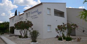 Essentiel Spa - Arles - Building