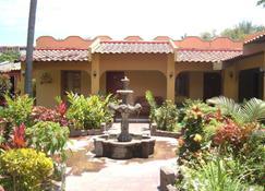 Hotel Mediterráneo Plaza - San Salvador - Vista del exterior