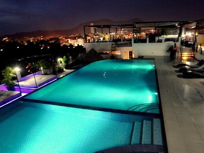 Malin Patong Hotel - Patong - Pool