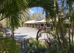 Tin Can Bay Motel - Tin Can Bay - Outdoor view