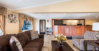 Rodeway Inn Metro Airport - Romulus - Living room