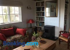 Roberts' Cottage - Westport - Living room