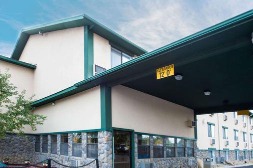 Super 8 by Wyndham Cortez/Mesa Verde Area - Cortez - Building