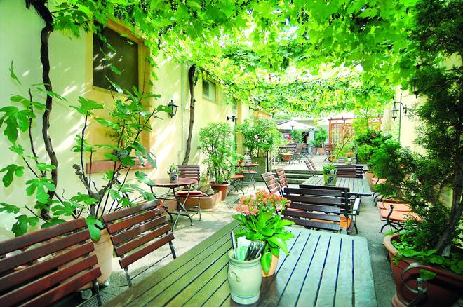 Hotel Restaurant Bockshaut - Darmstadt - Binnenhof