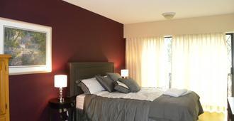 Elizabeth Manor Bed And Breakfast - Qualicum Beach - Bedroom
