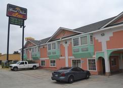 Great Value Inn - Extended Stay - Live Oak - Building