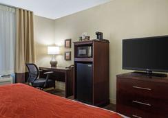 Comfort Inn & Suites Newark - Newark - Bedroom