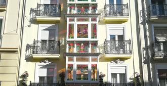 داتو 2 - فيتوريا-غاستيز - مبنى