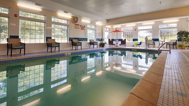 Best Western PLUS Des Moines West Inn & Suites - Clive - Pool