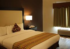 Best Western PLUS Des Moines West Inn & Suites - Clive - Bedroom