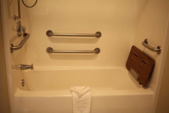 Best Western PLUS Des Moines West Inn & Suites - Clive - Bathroom