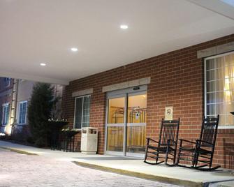 Best Western PLUS Des Moines West Inn & Suites - Clive - Building