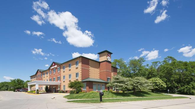 Best Western PLUS Des Moines West Inn & Suites - Clive - Building