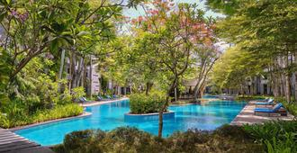 Courtyard by Marriott Bali Nusa Dua Resort - South Kuta - Pool