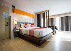 OYO 955 Hotel Boulevard - Manado - Schlafzimmer