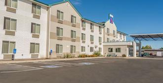 Motel 6 Redmond - Redmond - Building