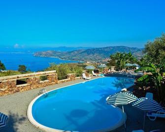 Hotel Agriturismo Santa Margherita - Gioiosa Marea - Pool