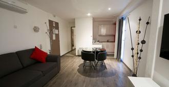 Kyriad Dijon Longvic - Longvic - Bedroom