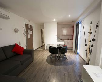 Kyriad Dijon Longvic - Longvic - Schlafzimmer