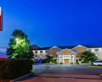 Best Western Plus Georgetown Corporate Center Hotel - Georgetown - Building